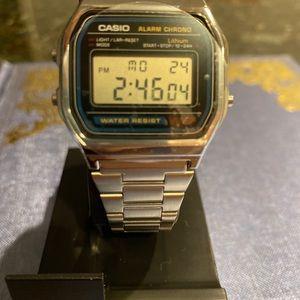 •• Casio Vintage Watch